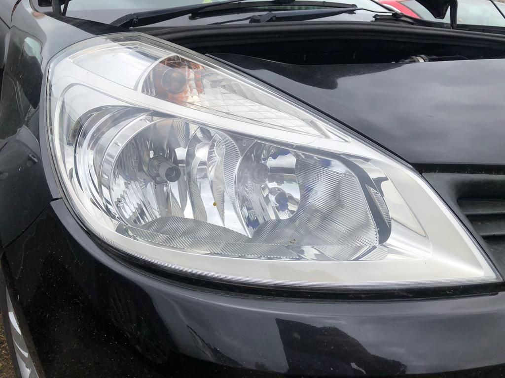 Renault Clio 2006 Headlight Right side O/S